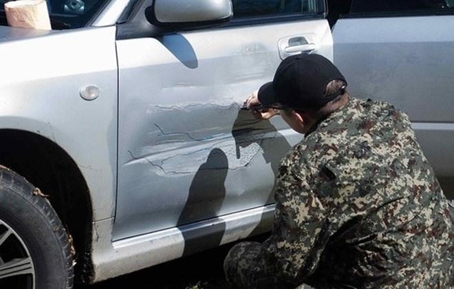russo-artista-carro-amassado