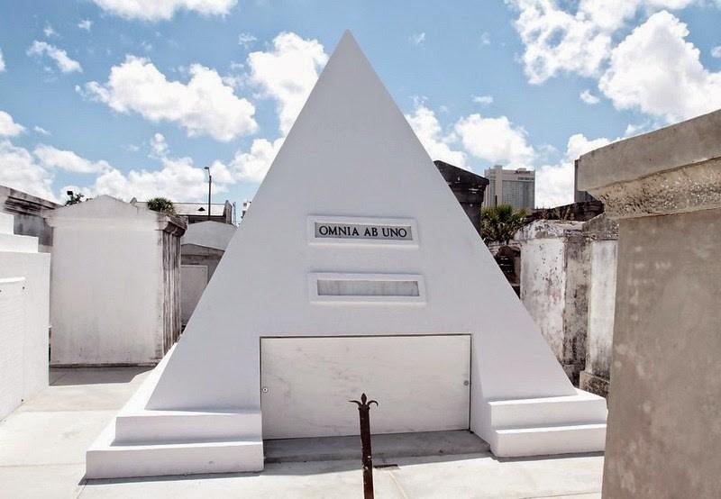 tumulo-nicolas-cage